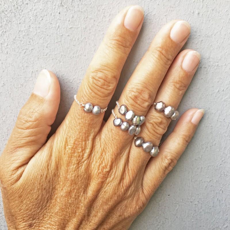 AGAUE feine Fingerkettchen mit grauen Perlen und Silber