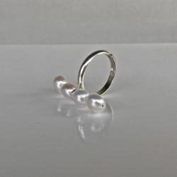 Silberring mit weissen, buttonförmigen Süsswasserperlen - verstellbare Ringschiene
