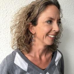 Eudora Perlenohrringe grau aus Süsswasserperlen und Silber