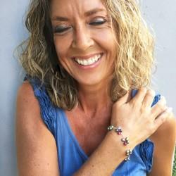 Eudora Perlenarmband bunt aus bunt gefärbten Süsswasserperlen und Silber