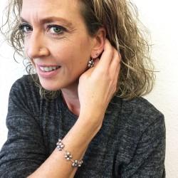 Eudora Perlenarmband und Proto Perlenohrringe grau aus Süsswasserperlen und Silber