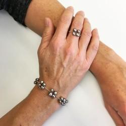 Eudora Perlenarmband grau und Proto Silberring aus Süsswasserperlen und Silber
