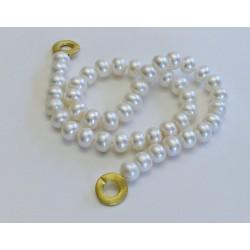 Klassische Perlenkette Aphrodite aus sehr grossen Süsswasserperlen und modernem vergoldeten Silberverschluss. Länge nach Wahl.