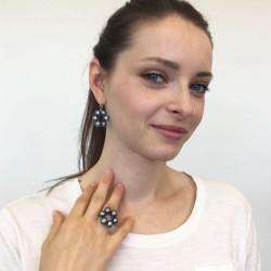Halia Perlenohrringe  und Fingerkettchen grau-blau aus Süsswasserperlen und Silber