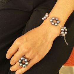 Halia Perlenarmband  und Halia Fingerkettchen mit Perlen grau aus Süsswasserperlen und Silber