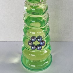 Halia Perlenkreis an Silberkette aus grau-blauen  Süsswasserperlen