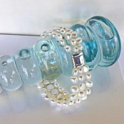 Ariadne Perlenarmband weiss, 3-reihig,  aus Süsswasserperlen und Silber, Magnetverschluss